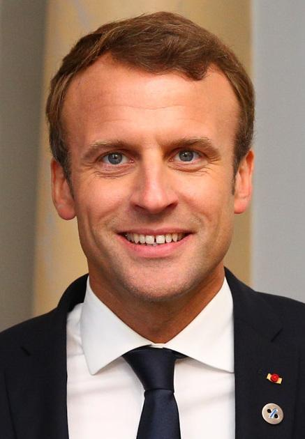 Emmanuel macron in tallinn digital summit welcome dinner hosted by he donald tusk handshake 36669381364 cropped 2
