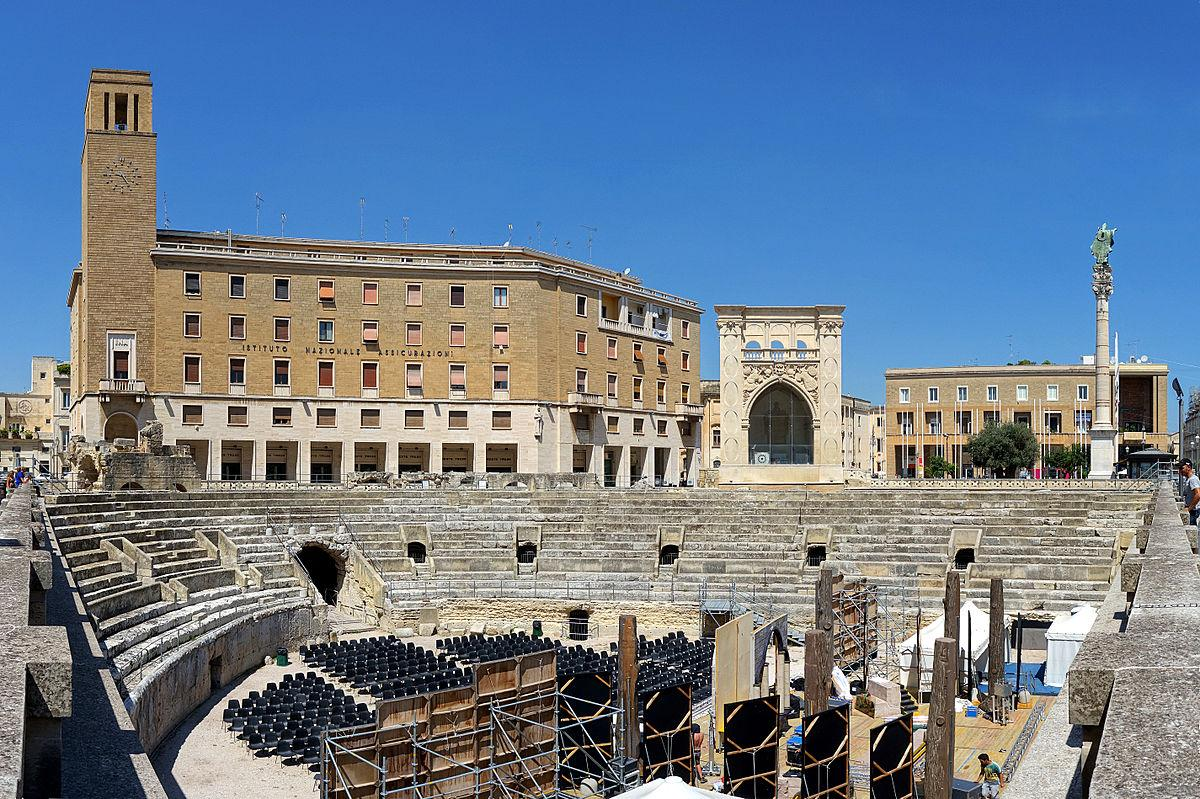 Lecce amphi romano pano 1