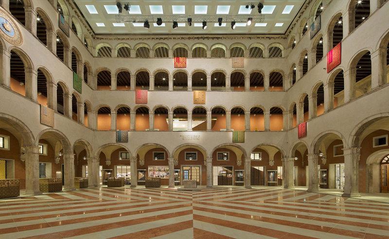 Venise et le commerce du vin tfondacodeitedeschi courtyard1 swphotography
